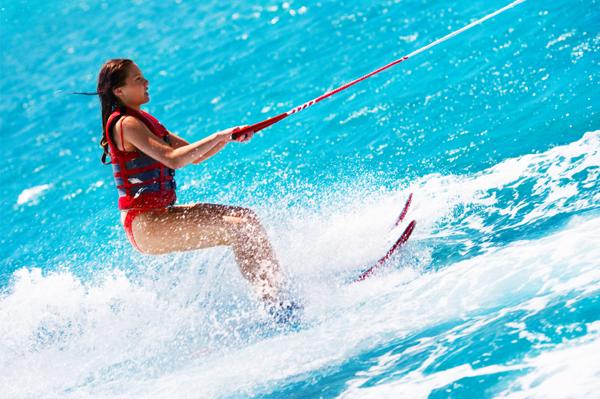 https://tahititourisme.ch/wp-content/uploads/2017/08/ACTIVITES-NAUTIQUES-Tahiti-WaterSports-Center-3.jpg
