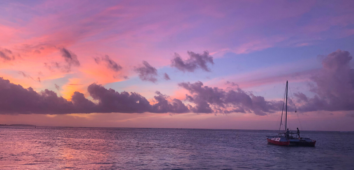 https://tahititourisme.ch/wp-content/uploads/2017/08/voilamoorea_sunset_1140x550.png