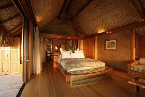 https://tahititourisme.ch/wp-content/uploads/2018/01/2013_RFP_H_Le-Tahaa-overwater-bungalow-4-small.jpg