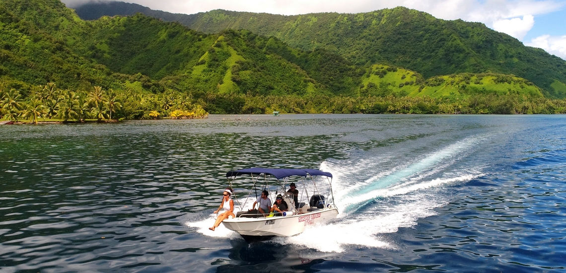 https://tahititourisme.ch/wp-content/uploads/2018/02/ACTIVITES-NAUTIQUES-Teahupoo-Taxi-Boat-1.jpg