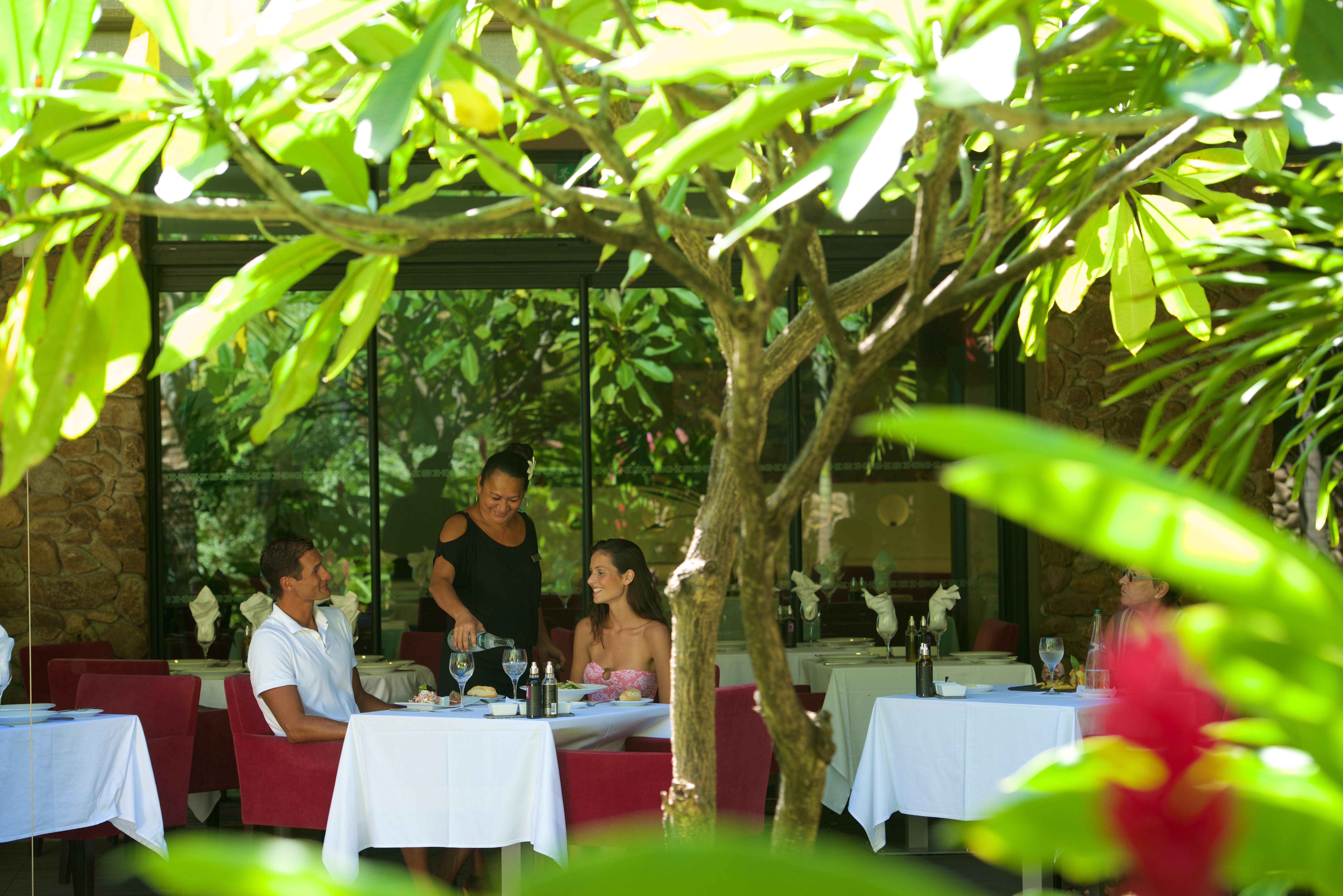 https://tahititourisme.ch/wp-content/uploads/2018/03/RESTAURATION-Vaitohi-Restaurant-2.jpg