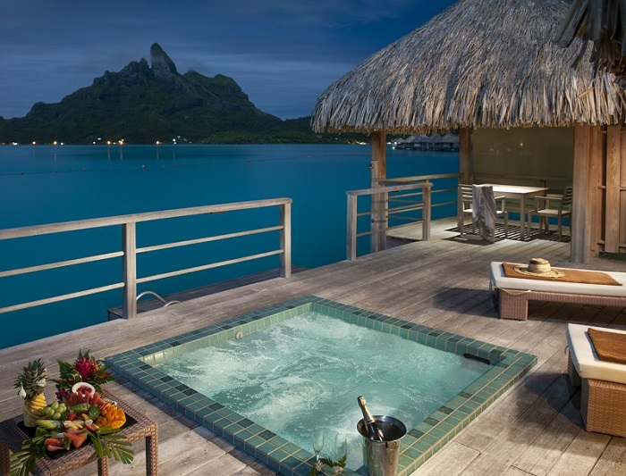 https://tahititourisme.ch/wp-content/uploads/2019/05/2014_BOB_H_St-Regis-POW-High-Res-Terrace-photo-2-small.jpg