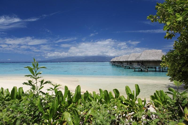 https://tahititourisme.ch/wp-content/uploads/2019/05/2015_MOZ_H_Sofitel-Ia-Ora-So-Spa-Private-Beach-small-1.jpg