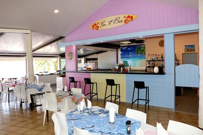 https://tahititourisme.ch/wp-content/uploads/2019/05/2018_MOZ_H_hibiscus-restaurant-2-smalljpg.jpg