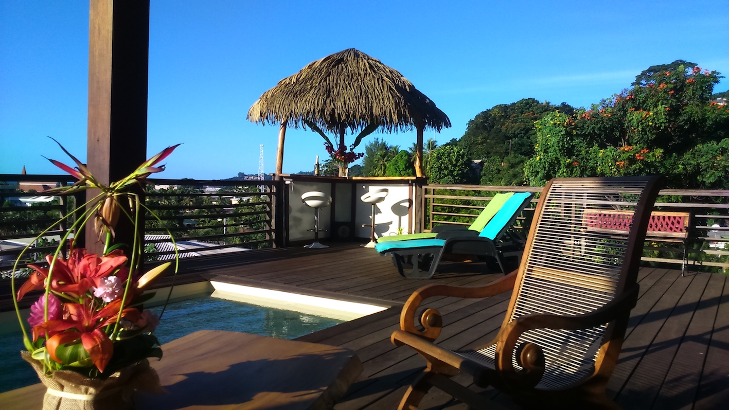 https://tahititourisme.ch/wp-content/uploads/2020/03/deck-pool-fare-small.jpg