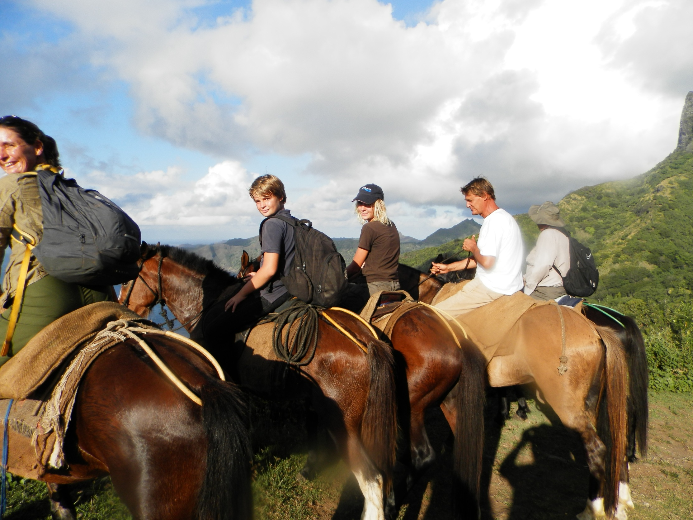https://tahititourisme.ch/wp-content/uploads/2020/09/a-Cheval.jpg