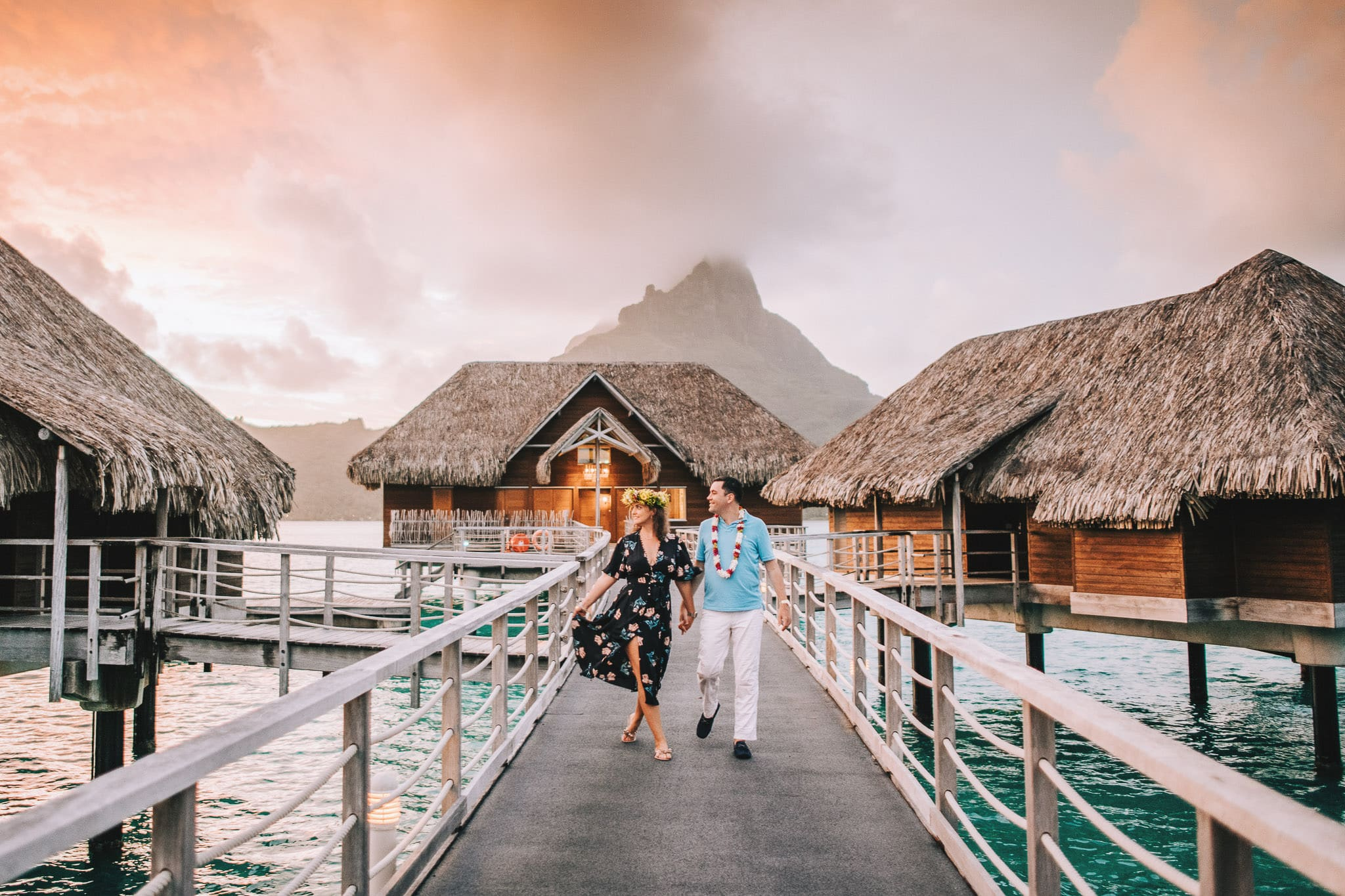https://tahititourisme.ch/wp-content/uploads/2021/04/Bora-Bora-Photographer-Honeymoon-Wedding-couple-10.jpg