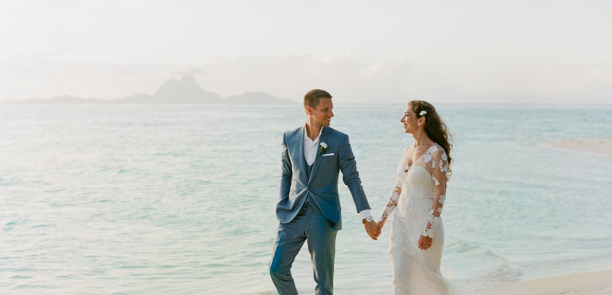 https://tahititourisme.ch/wp-content/uploads/2021/04/PCP-Bora-Bora-Photography-Couple-Wedding-sunset.jpg